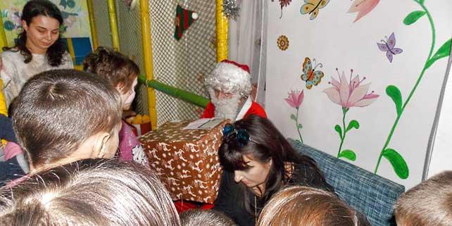 Asociația SOS Viețile copiilor a oferit daruri copiilor instituționalizați din Giurgiu
