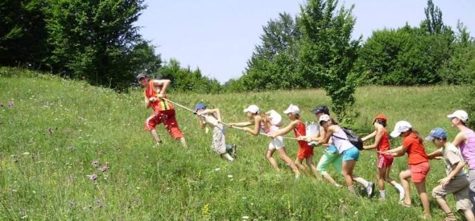 Tabere gratuite la munte şi la mare pentru copiii aflaţi în grija DGASPC